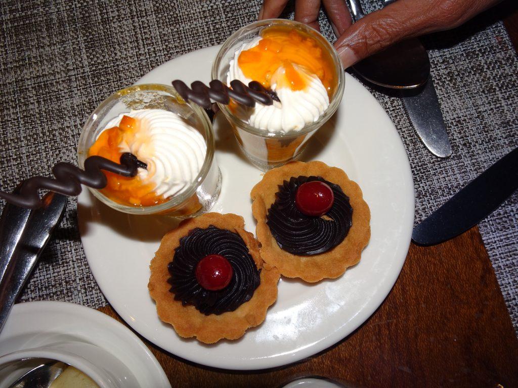 Free deserts at Serai Bandipur